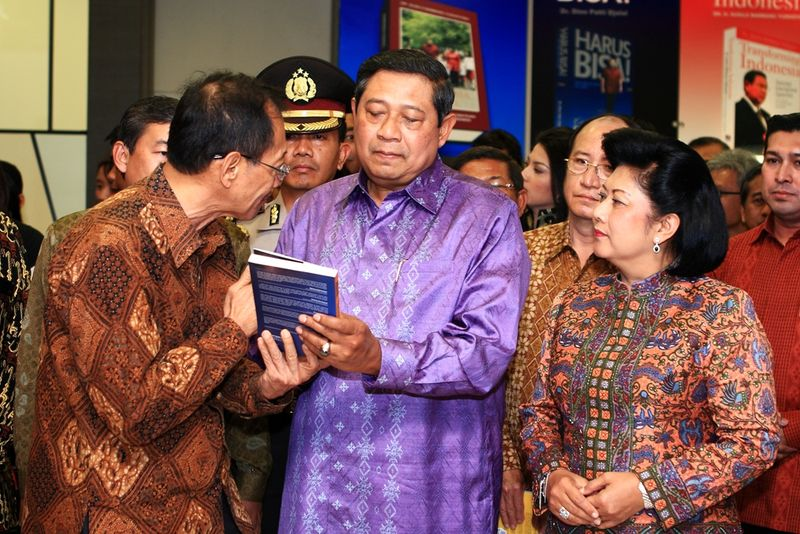 01 HK + SBY
