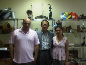 Fabio (kiri), Hermawan Kartajaya (tengah) dan Sinta (kanan)