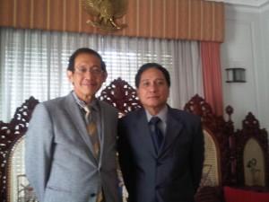 Bersama Dubes RI di Santiago, Ibrahim Ambong